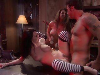 Glum FFM threesome with pornstars Rayveness with an increment of Rachel Roxxx