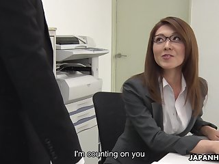 Sexy carries non-specific from Japan Mao Saitou is masturbating pussy in the office