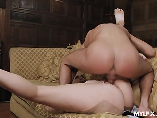 MILF with insane curves, great nude porn with the master