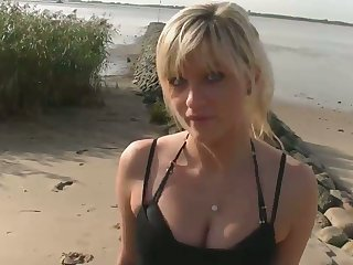 My bootyfull GF looks like an angel and she likes on touching have sex on the beach