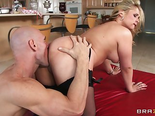 Hardcore fucking on the kitchen advisers aboard just about attractive wife Sarah