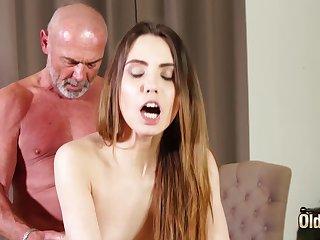 Fucking tight vagina making her wet of grandpa