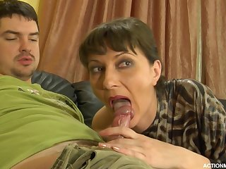 A mature woman gets a shag from a young challenge