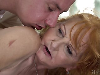 Massage boy fucks mouth and twat of old woman Marianne