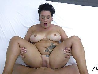 BBW grown-up Aisha Bahadur knows how to pleasure a huge boner