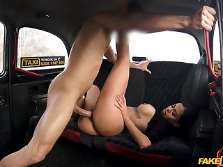 Busty ebony beauty knows dramatize expunge right moves for a well-disposed back gluteus maximus fuck