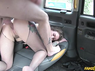 Disconcerted woman leaves horny cab driver to bang her