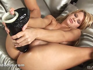 Enticing blonde amateur drills her pussy and bore with mating toys